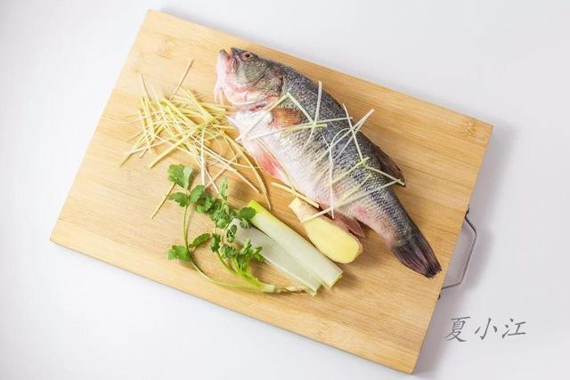 如何蒸魚味道才鮮美?掌握這三個步驟就可以了 - 每日頭條
