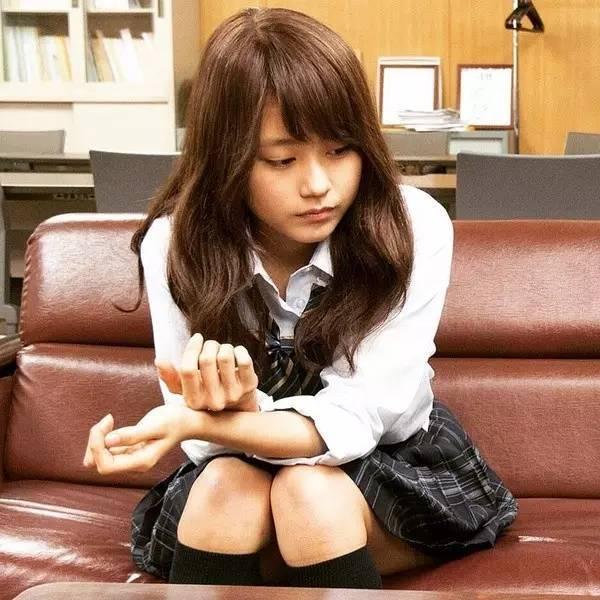 圓臉也可以性感和可愛。這個臉大的女生已經紅遍日本了! - 每日頭條