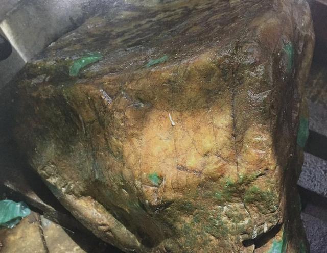 對翡翠原石的場口過分追究。反而錯失了增值6000萬的機會 - 每日頭條