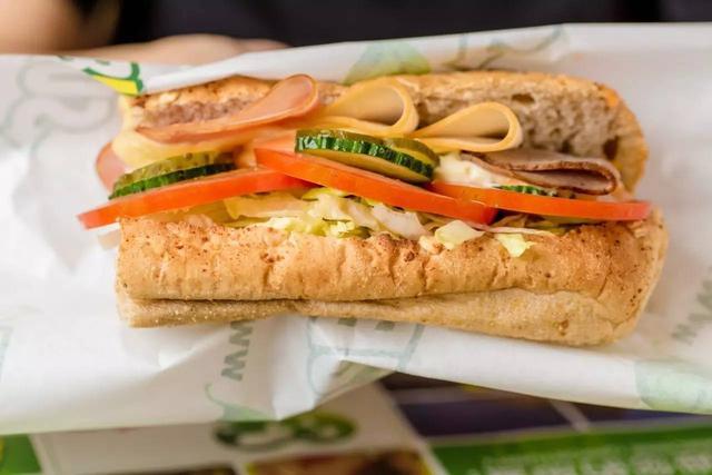 明明是三明治界的扛把子,卻將沙拉做成王牌!這間店一火就52年 - 每日頭條