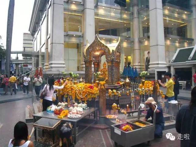 泰國旅遊四面佛的泰式拜法。據說更靈驗哦 - 每日頭條