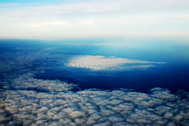 漫步雲端,從飛機上看到的天空是什麼樣的? - 每日頭條