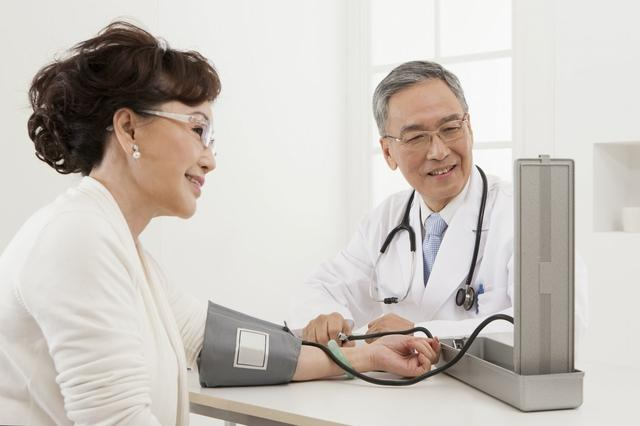 中國人的正常血壓值是多少?醫生為你總結高血壓控制的4個誤區 - 每日頭條