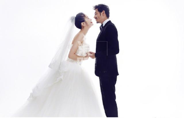 楊爍將於9月25日補辦婚禮 幸福的樣子就是「小包總」哇! - 每日頭條