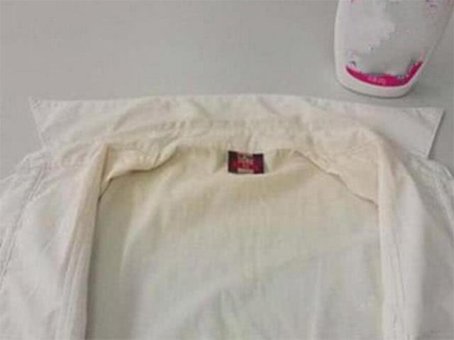 白衣服發黃難洗白?教你一招,只需用它泡一泡,立馬變得亮白如新 - 每日頭條