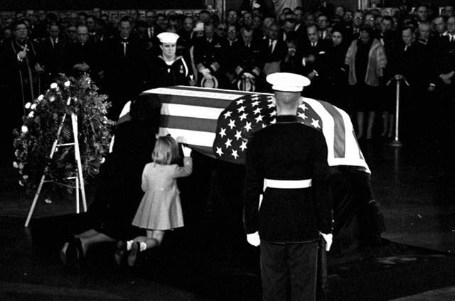 1963,甘迺迪遇刺現場回放,至今仍存在著很多置疑 - 每日頭條