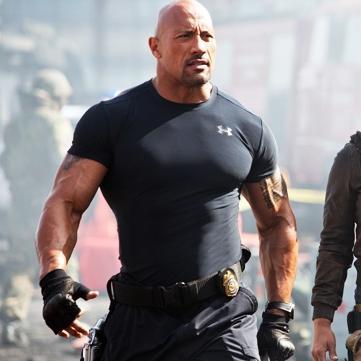 巨石強森的肌肉不好惹,但有人敢敲他的光頭,是誰? - 每日頭條