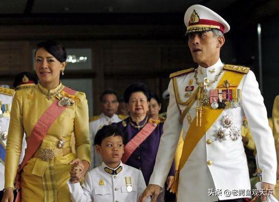 泰國國王拉瑪十世冊封一位將軍貴妃 - 每日頭條