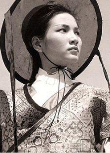 中國第一打女鄭佩佩。息影20年後憑什麼能強勢回歸? - 每日頭條