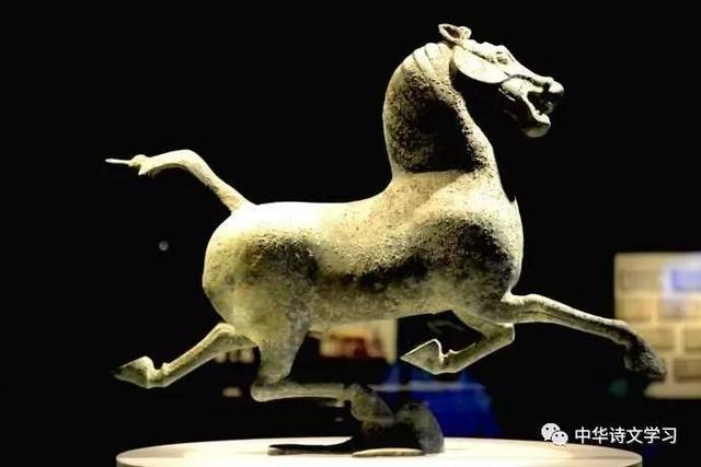 中國旅遊標誌「馬踏飛燕」,武威雷臺漢墓出土的銅奔馬 - 每日頭條