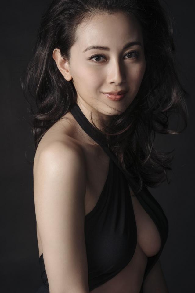 香港情色電影演員袁嘉敏淡出演藝圈,當起散文家藝術家了 - 每日頭條