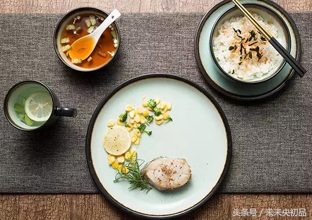 陶瓷骨瓷不鏽鋼~餐具選什麼材質更安全?去哪找好看實用的餐具? - 每日頭條