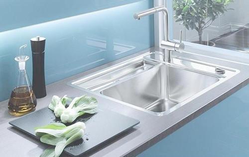 kitchen sinks and faucets pegasus faucet parts 生活小常识之厨房水槽水龙头选购技巧 每日头条 水龙头可以说是厨房水槽的核心部分 然而厨房水槽水龙头的材质一般为黄铜 也就是市面上最常见的纯铜龙头 然而纯铜龙头在最外层都有电镀 电镀的作用是防止内部腐蚀和