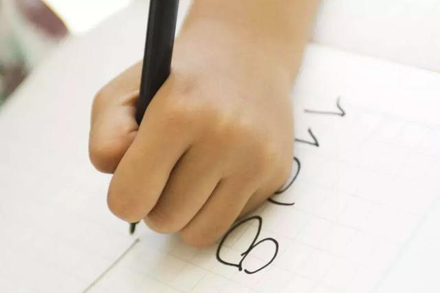 不一樣又怎樣!這些「左撇子」很有名   國際左撇子日 - 每日頭條