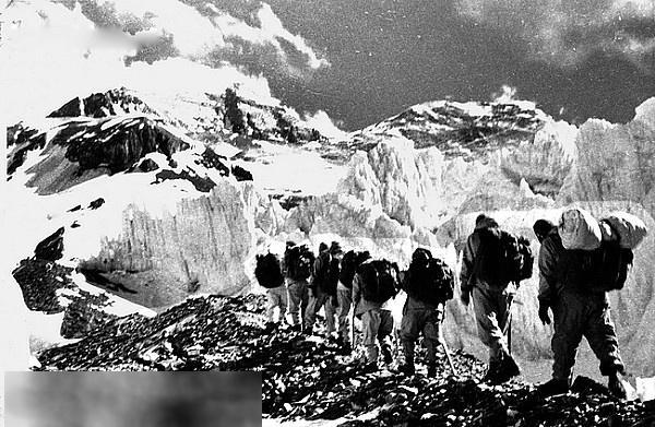 1960年。中國登山隊登頂珠峰。實現人類歷史上首次從北坡登頂 - 每日頭條