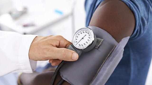 抽菸和喝酒。哪個對血壓的影響更大?醫生給出的答案很實在! - 每日頭條