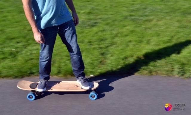 靈活自如的電動滑板。把腳給它就行了-ZBoard 2 - 每日頭條