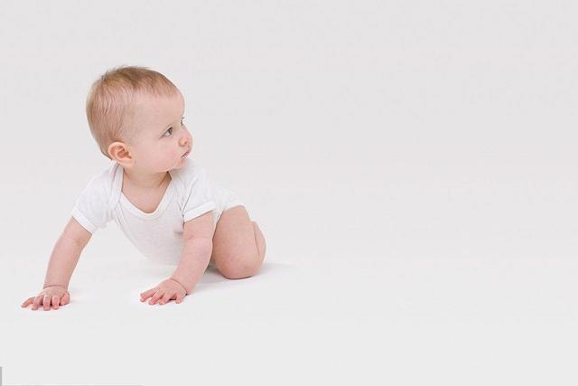 寶寶學習爬行時。需要經過幾個準備階段。你知道是什麼嗎? - 每日頭條