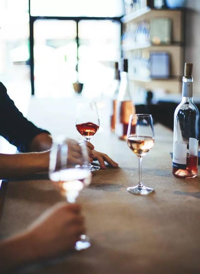 我知道一家不收開瓶費的好餐廳,你願意說出另一家來交換嗎? - 每日頭條