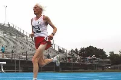 5個月前還在創造世界馬拉松紀錄的那個86歲老人,5天前走了…… - 每日頭條
