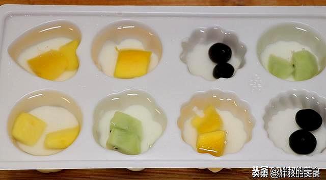 1個芒果1個獼猴桃1袋涼粉。教你在家自製水果果凍。學不會的找我 - 每日頭條
