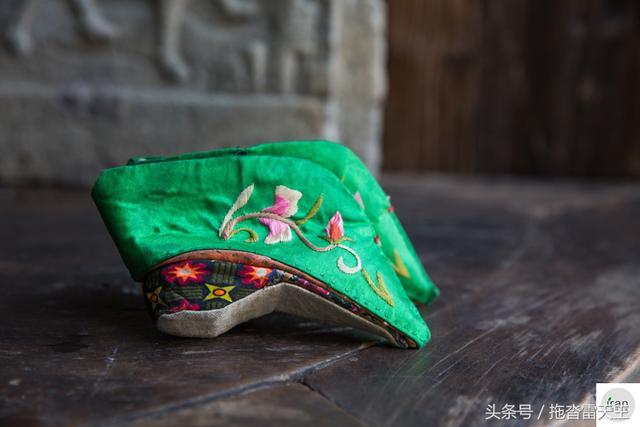 舊時「三寸金蓮」,成人鞋只有2歲孩童大,堪比如今的削骨整容 - 每日頭條
