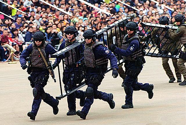 軍事丨香港CTRU反恐特勤隊,是亞洲第一支警察反恐巡邏部隊 - 每日頭條