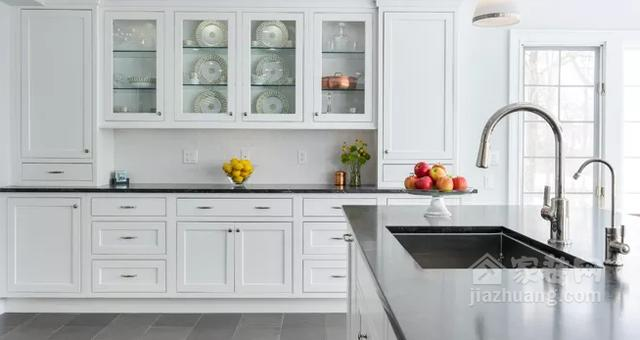 kitchen faucet spout remodeling a small 厨房装修时适合安装什么样的水龙头 每日头条 厨房用的水龙头有很多种不同的类型 根据厨房的设计布局 不同类型的水龙头功能不一样 装修时应该以偏向实用为主装饰为次的角度 考虑哪种水龙头更适合你家的厨房