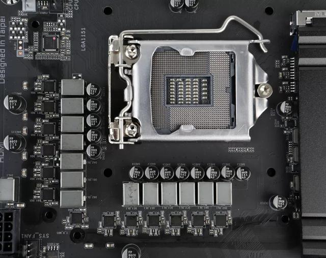 不到2000的主板就能搞定!8核心Core i7-9700K穩超5.2GHz首發體驗 - 每日頭條