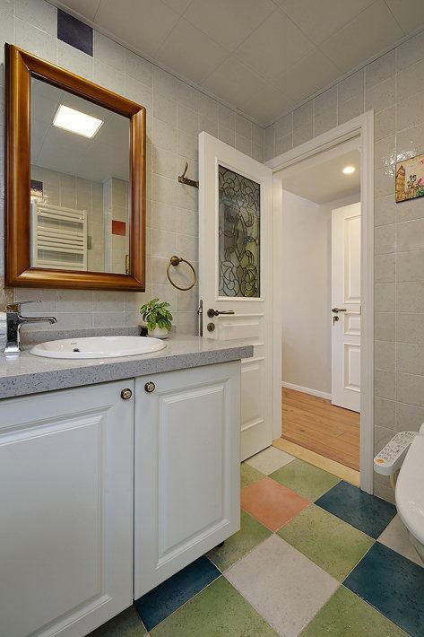 衛生間的浴室鏡裝在這高度,再也不擔心只照到半個頭!實用! - 每日頭條