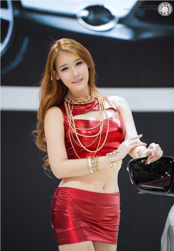 李孝英:2017釜山車展 金紅色艷麗的出鏡 - 每日頭條