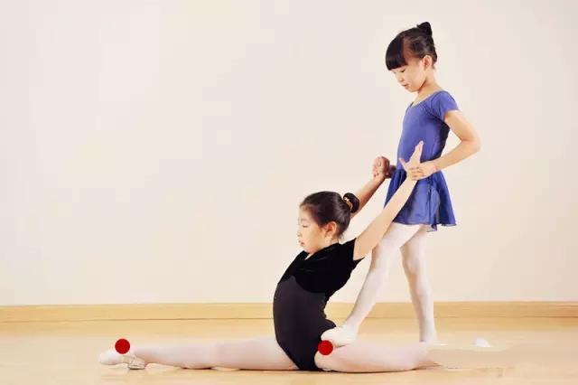 舞蹈知識課堂:如何正確訓練豎叉 - 每日頭條