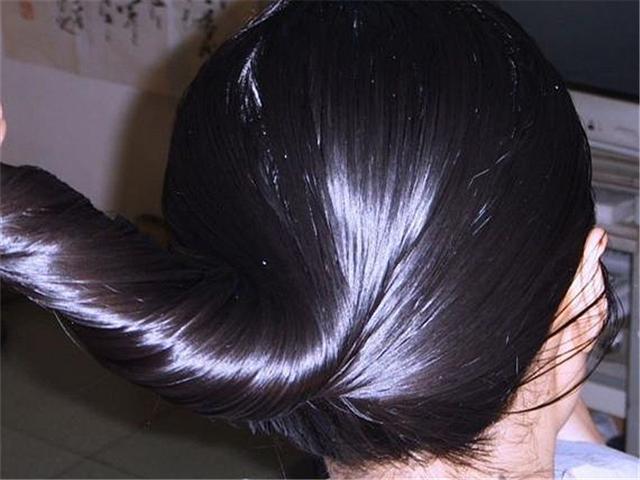 滿頭的頭皮屑,奇癢難忍還很難看,把它和洗髮水一起用,去屑止癢 - 每日頭條