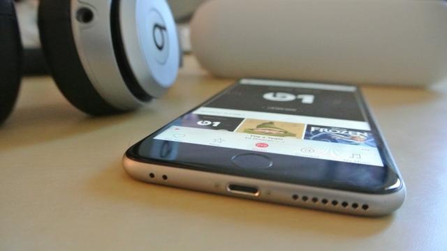 2019年。為什麼耳機孔的回歸成為了手機重大賣點? - 每日頭條