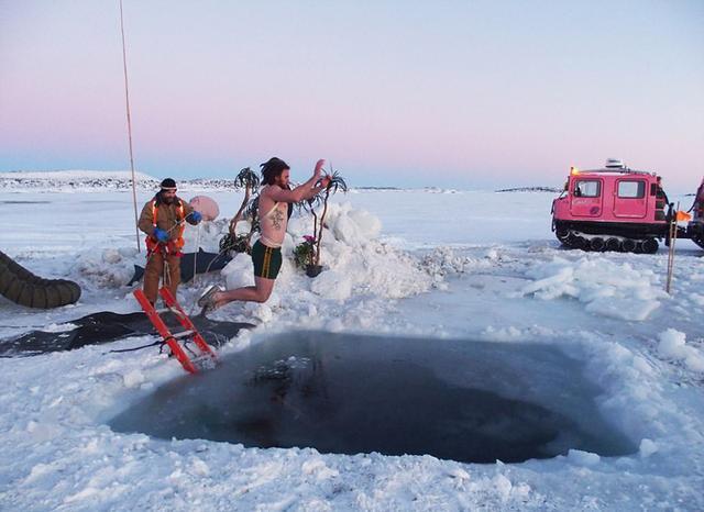 勇者!澳科學家南極脫衣跳水慶冬至 - 每日頭條