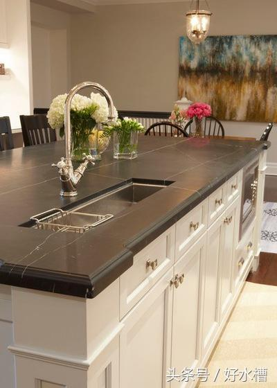 kitchen prep sink costco island 懂生活的人都会在厨房安装2个水槽 每日头条 完美的水槽位置允许两个厨师同时烹饪和清洗 使日常用餐或特殊场合下更容易准备和清理 无论您的厨房是大厨房还是小厨房 水槽 安装在正确的地方会使您的生活更美好