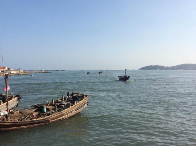 漁民的捕魚生活真的很辛苦,每天在海上漂著 - 每日頭條