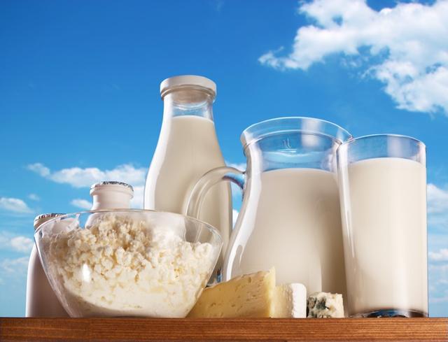 喝牛奶對胃好嗎?怎樣喝牛奶對胃病好?聽聽醫生怎麼說 - 每日頭條