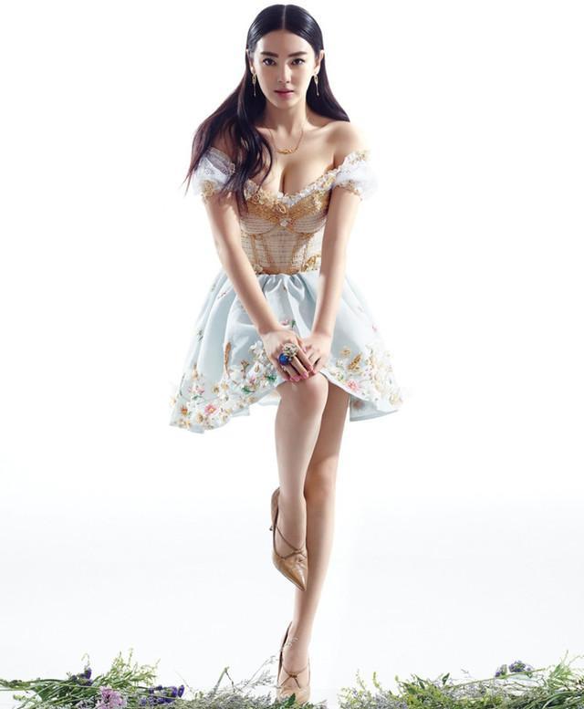 娛樂圈7位女星讓人hold不住的真實胸圍,最後一位因胸部過大被迫做縮胸手術 - 每日頭條