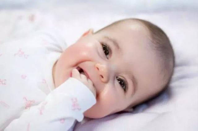 寶寶睡覺磨牙是肚子裡有蛔蟲嗎?專家:磨牙是病。需要這樣治療 - 每日頭條