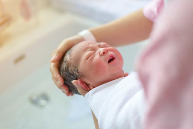 嬰兒鼻塞睡不好,又不是感冒,究竟該如何處理嬰兒鼻塞呢? - 每日頭條