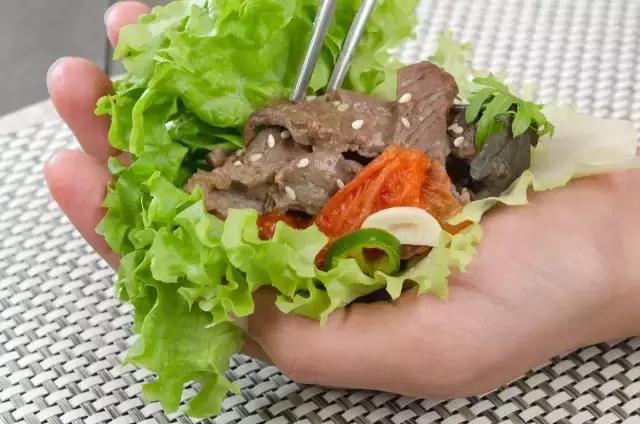 你知道韓國人是怎麼樣吃烤肉的? - 每日頭條