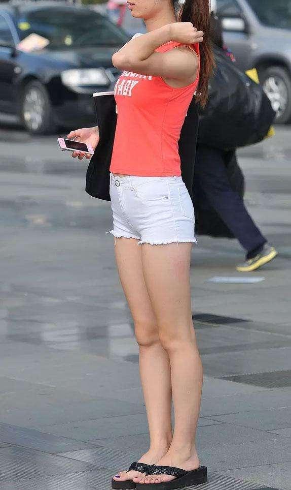 女人只要穿上緊身熱褲後。完美的身材都展現出來了 - 每日頭條