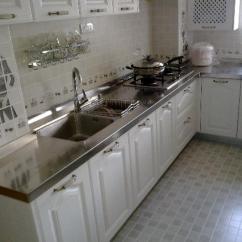 Cleaning Kitchen Floors Island Seats 6 厨房的地板油到粘鞋底 这样清洁省时又省力 每日头条 清洁瓷砖的常见工具就是拖把 所以这里讲到使用拖把清洁厨房的地板 不过使用拖把清洁才是第一步 但是这第一步一定要清洁到位 可以将拖把拧的干一些 将厨房地板上的