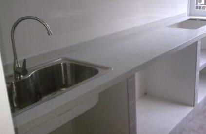 kitchen countertop decor aid grill 厨房台面到底大理石好还是石英石好 后悔我家贪便宜选错了 每日头条 在厨房的台面材料当中 如何选择材质 就成为人们在厨房的装饰与装修中 纠结于选择对比的重点 厨房台面的材料中 比较受欢迎的就是大理石与石英石这两种台面 这里就