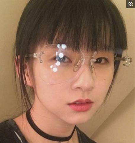 18歲楊彩旗近照曝光,成年的她居然從來沒上過學,住海景豪宅 - 每日頭條