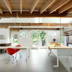 Moveable Kitchen Island Cheap Table Sets For Sale 在厨房做一个移动中岛怎么样 每日头条 一个移动式的厨房有很多好处 比如可以更方便在厨房做餐 给你的空间添加一个现代工业风的元素 这里的例子使便携式厨房在现代家庭使生活更容易 更方便