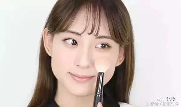 從零開始學化妝。怎樣分辨自己適合淡妝還是濃妝?裡面有你的答案 - 每日頭條