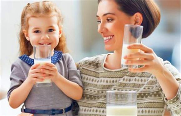 晚上喝牛奶會胖嗎?這才是喝牛奶的正確姿勢 - 每日頭條