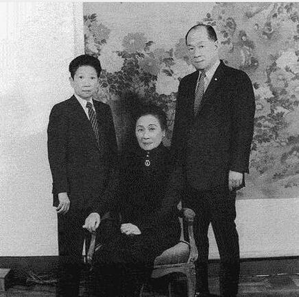 蔣介石也頭痛的民國第一「混世魔女」:穿男裝玩手槍娶「老婆」! - 每日頭條
